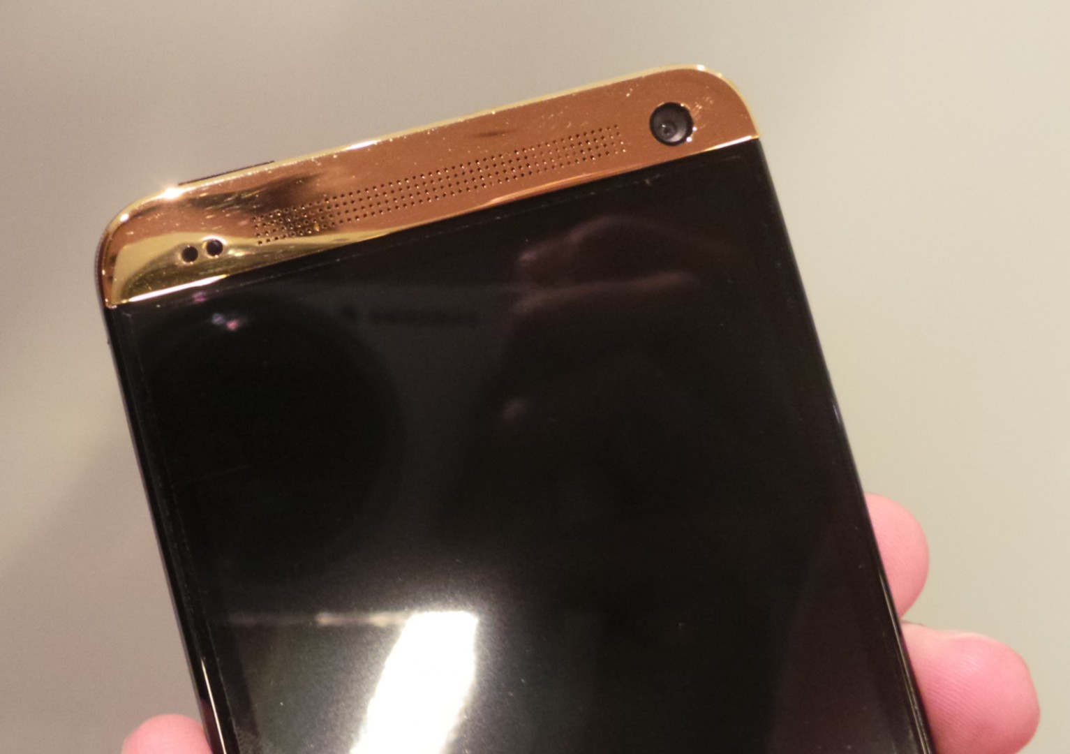 HTC One in Gold