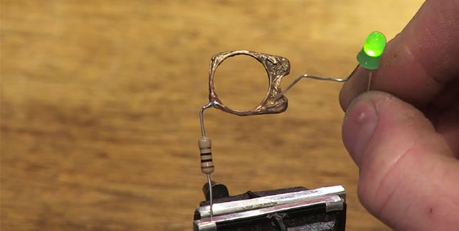 Mini Metal Maker: 3D Metall Drucker druckt Silber & Gold Objekte