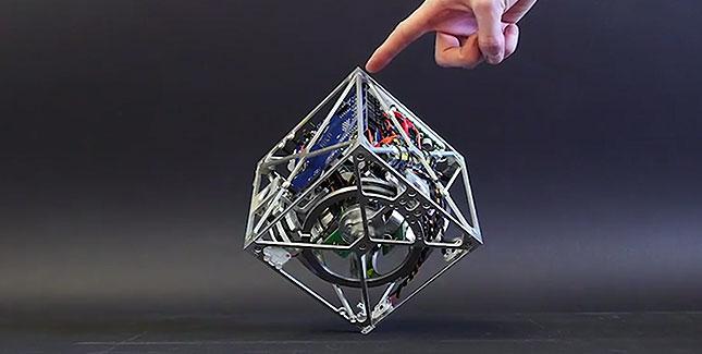 Cubli: Ein laufender und hüpfender Roboter-Würfel