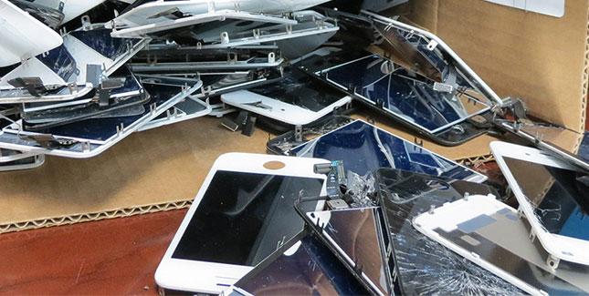 Apple springt auf den großen Saphirglas-Zug auf