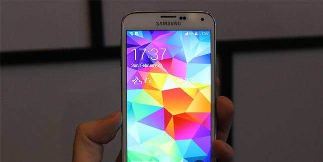 Samsung lässt das Galaxy S5 auf dem MWC rumliegen