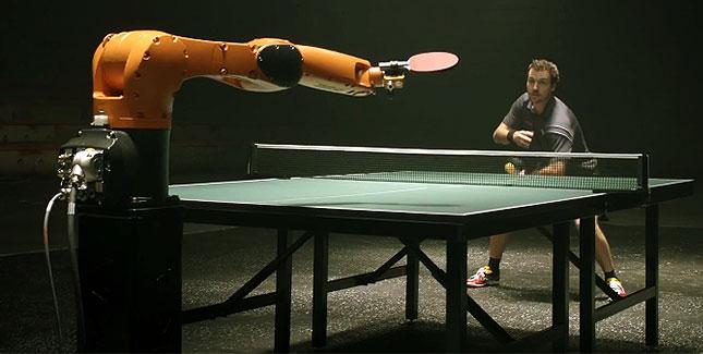 Timo Boll vs. KUKA Robot: Tischtennis-Duell der Giganten