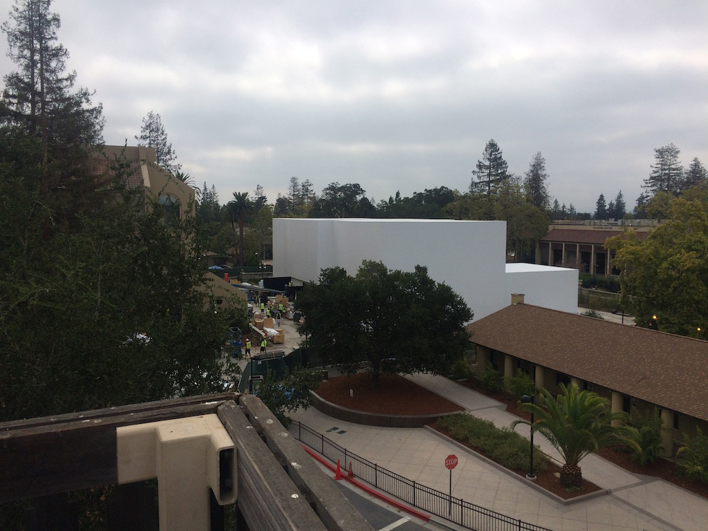 Apple-iPhone-6-Event_Mystery-Building2