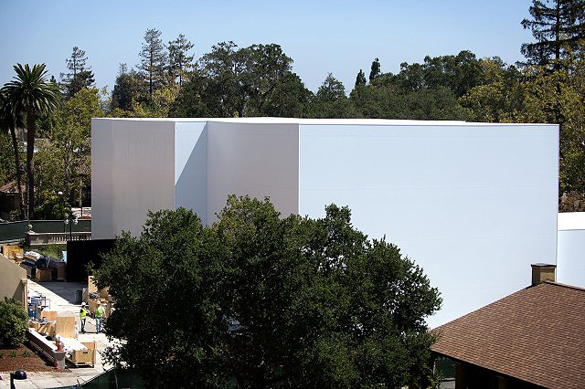 Apple-iPhone-6-Event_Mystery-Building6