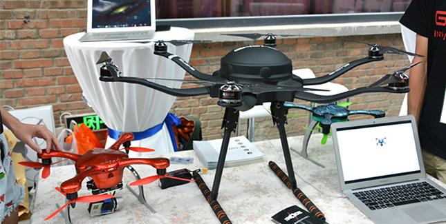 Ehang Hexacopter schlägt Amazons Lieferdrohne