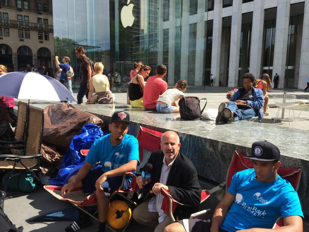 Apple-Store-NY-2014