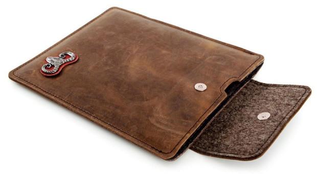 Almwild-Krampus-Rindleder-iPad-Case
