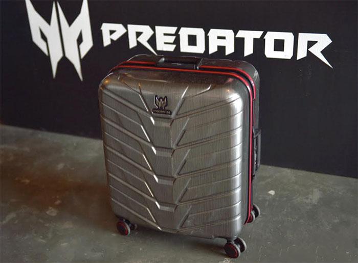 acer-predator-g1-710-suitcase